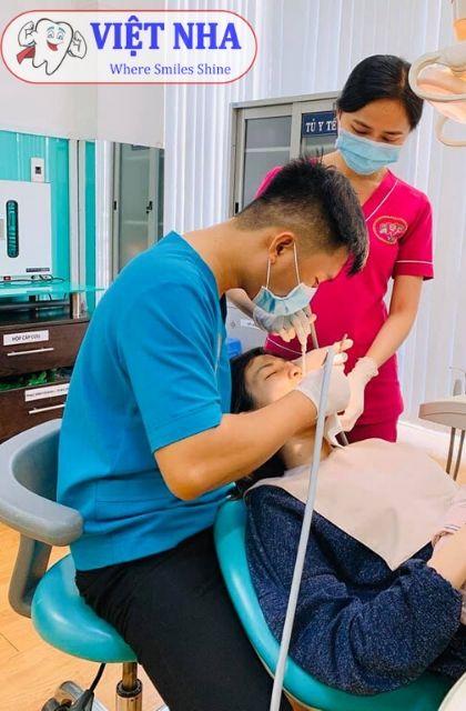 Khách hàng tái khám định kỳ sau khi cấy ghép Implant tại Nha Khoa Việt Nha