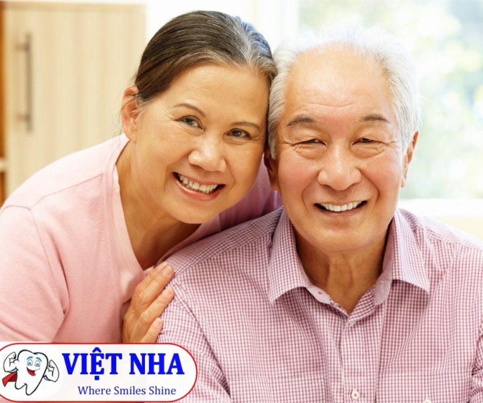 Trồng răng Implant cho người lớn tuổi - Món quà cho cha mẹ - Nha Khoa Việt Nha