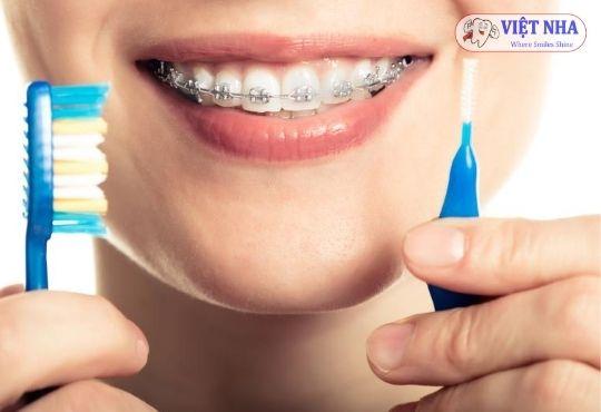 Bạn cần chăm sóc răng miệng, vệ sinh thật tốt để không ảnh hưởng đến sự cứng chắc của răng - Nha khoa Việt Nha