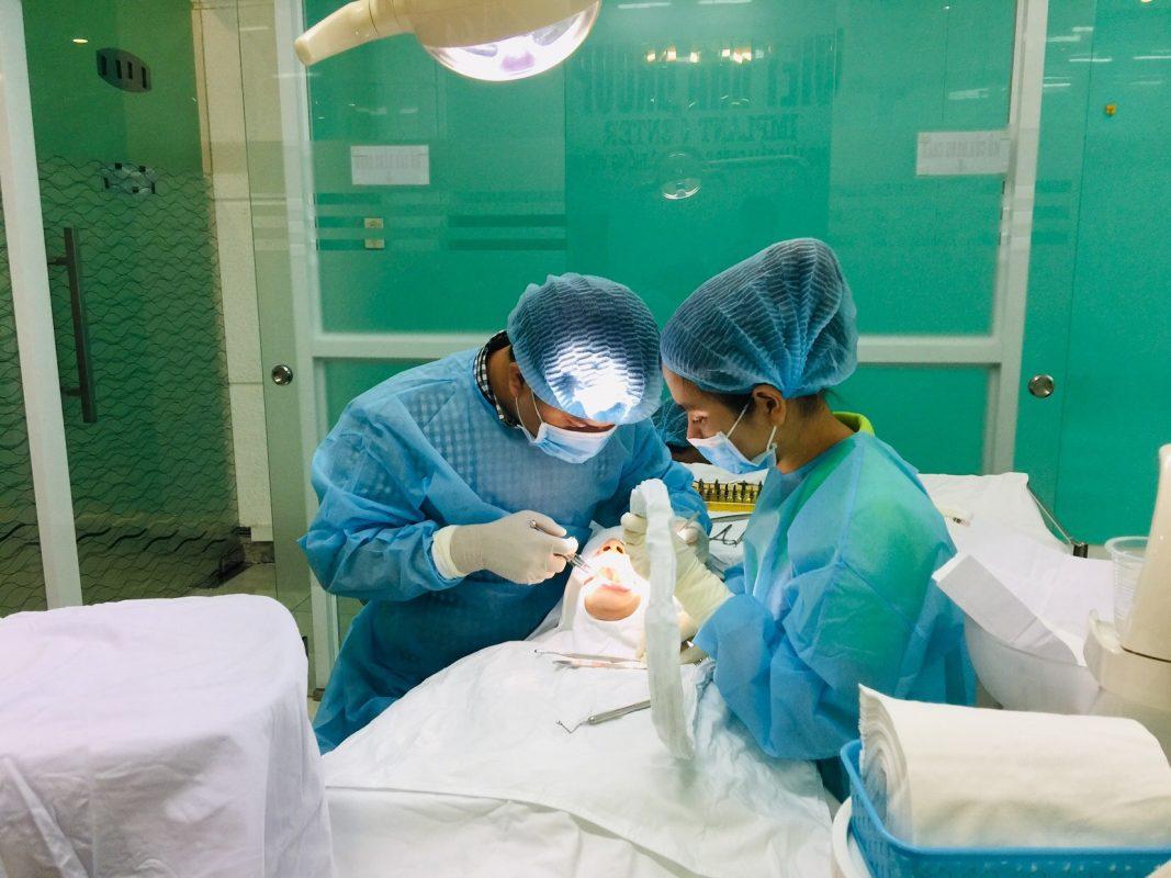 Bs chuyên sâu Implant, Phòng cắm ghép tiêu chuẩn châu âu, có Gp SYT cấp - Cắm ghép Implant với ưu đãi cực lớn tại hệ thống Nha khoa Việt Nha