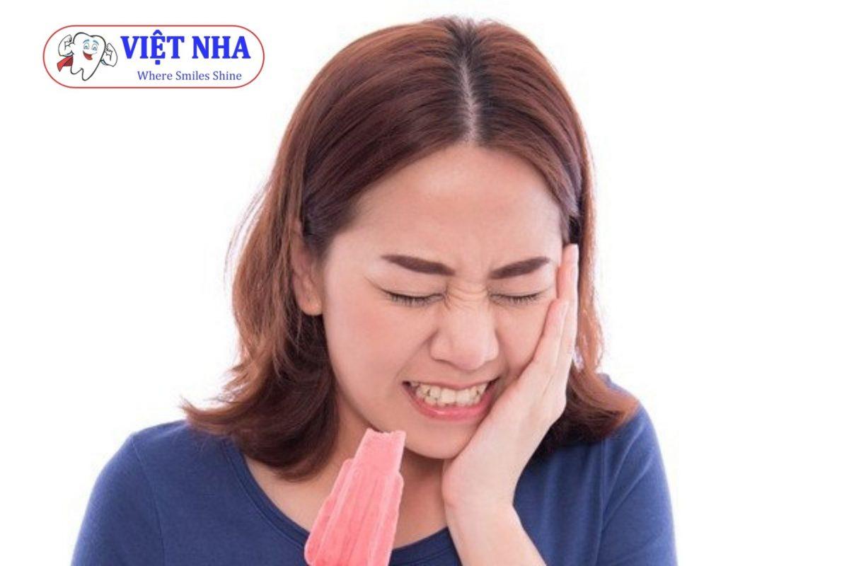 Bọc răng sứ sai cách dẫn đến tình trạng ê buốt răng